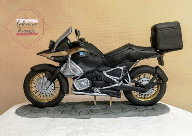 Motocykl BMW – figurka cukrowa wykonana na zamówienie
