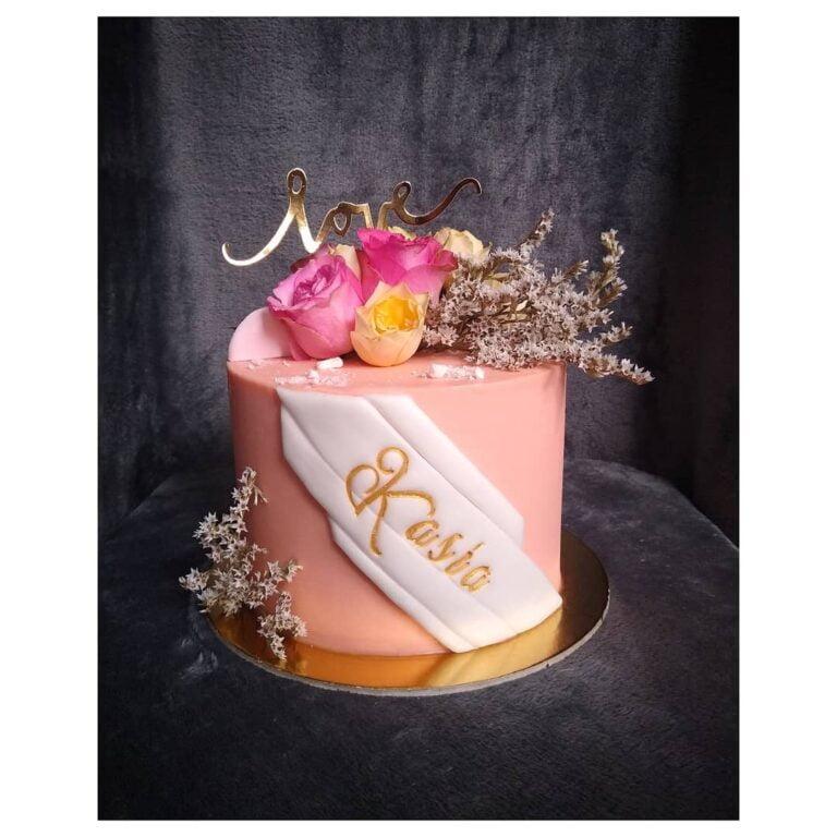 Tort z różyczkami