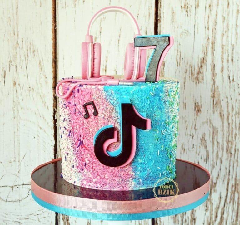 TikTok Cake
