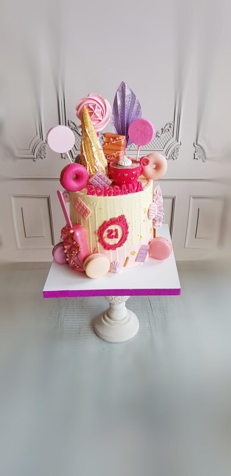 Tort ze słodyczami