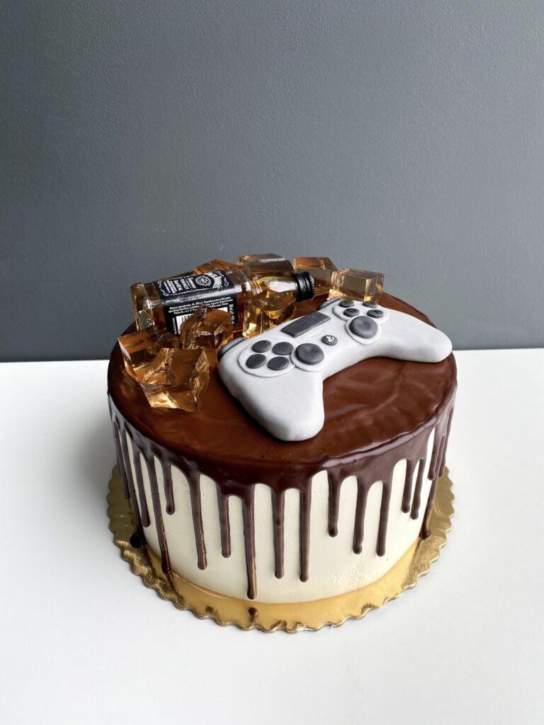 18-stkowy tort