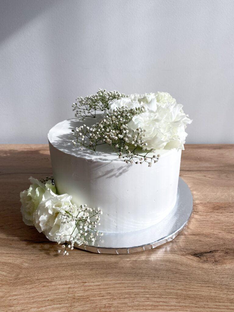 Delikatny tort z okazji Chrztu Świętego