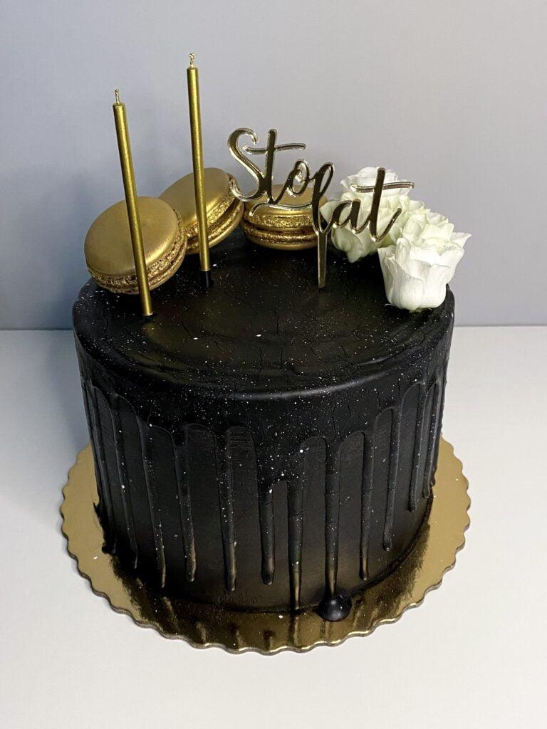 Czarna elegancja z okazji osiemnastych urodzin
